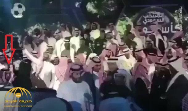 """شاهد .. شخص يحاول الاعتداء على """"تركي آل الشيخ"""" في حفل تأهل المنتخب"""