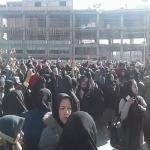 """بالفيديو: المئات يحتجون ضد ارتفاع الأسعار في إيران ويهتفون : """"الموت لروحاني"""""""