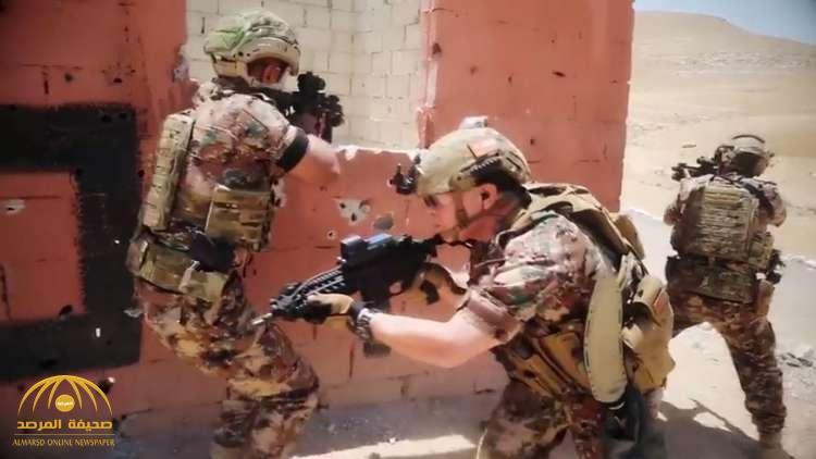 شاهد .. ملك الأردن يشارك بتدريبات عسكرية