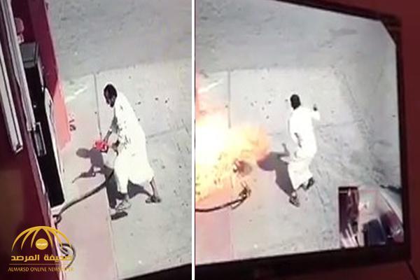 شاهد .. فيديو صادم لشخص يشعل الحريق في محطة وقود متعمداً !
