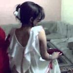 استدرجته لغرفتها لمساعدتها في نقل الأثاث وعندما التف فوجئ بأمر صادم.. والفتاة تصرخ بسبب ما حصل!