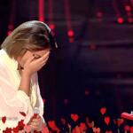 """شاهد: محمد حماقي يقدم خاتم""""الزواج"""" للمتسابقة المغربية في ذا فويس!"""