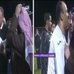 شاهد .. لحظة مصافحة آل الشيخ نجوم السعودية والأهلي المصري .. وفؤاد أنور يقبل رأسه