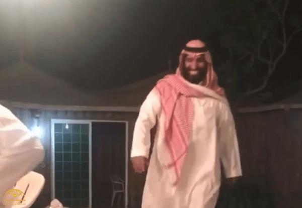 """أول تعليق لـ""""شبيه ولي العهد"""" على فيديو متداول له.. ويكشف عن اسمه وسبب احتفاء السعوديين به"""