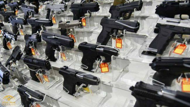 """فلوريدا تتحدى """"فوضى الأسلحة"""" بخطوة تاريخية"""