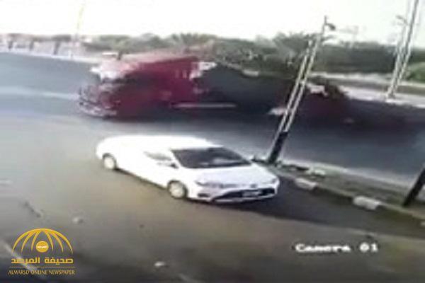 بالفيديو .. لحظة انقلاب ناقلة غاز على طريق بيش – صبيا بجازان