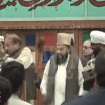 شاهد: لحظة صفع رئيس وزراء باكستان السابق بالحذاء على المنصة!