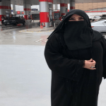 بعد اتهامها بكسر عفة نساء الوطن .. ميرفت بخاري تكشف حقيقة وقوفها أمام محطة وقود !
