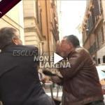 شاهد : تصرّف مُفاجئ وغريب .. وزير إيطالي يصفع صحفياً على الهواء لهذا السبب !