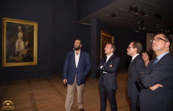 شاهد ..  ولي العهد والرئيس الفرنسي داخل  متحف اللوفر في باريس