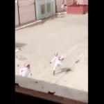 """مفاجأة غير متوقعة..كشف حقيقة  ضرب ومطاردة معلم لطلابه في ساحة مدرسة بـ """"خميس مشيط""""!-فيديو"""