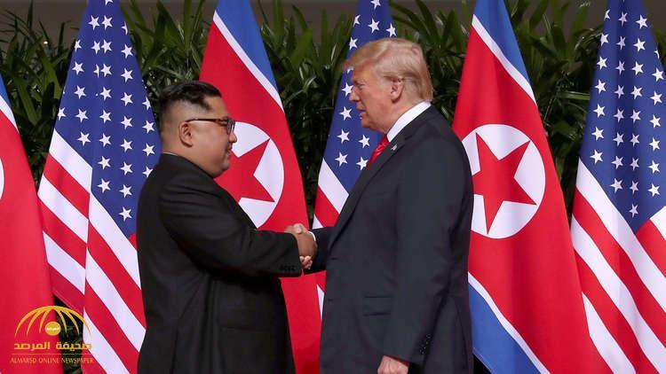 شاهد.. مصافحة تاريخية بين ترامب وكيم جونغ أون قبل انطلاق أعمال القمة الأمريكية الكورية الشمالية