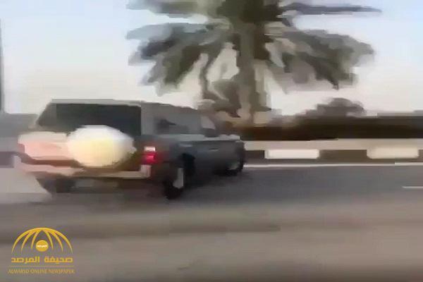 """شاهد .. """"مفحطين"""" يقتلون شابًا دهسًا في أبو ظبي"""