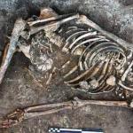عظام امرأة دفنت قبل 4500 عام تحير العلماء !