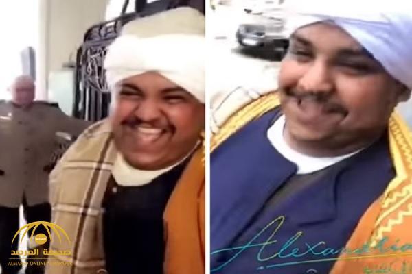 """شاهد.. سعودي يتنكر  بالزي """"الصعيدي""""  ويتجول في شوارع الإسكندرية"""