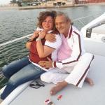 بالصور: الفيشاوي يحتضن إلهام شاهين خلال رحلة بحرية.. ومغردون: مراهقة متأخرة  ما بعد الستين!