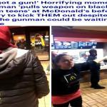 """ترجمة حصرية .. شاهد : أمريكي يهاجم """"مسلمين"""" بسلاح ناري داخل """"ماكدونالدز"""" .. وتصرف صادم من مديرة المطعم"""
