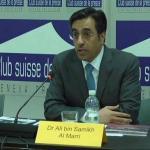 شاهد.. مسؤول قطري يتعرض للإحراج أمام عدسات الكاميرات أثناء مؤتمر بجنيف