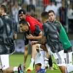 شاهد مشجع سعودي يقتحم ملعب الجوهرة ويقفز على ظهر  رونالدو – فيديو وصور