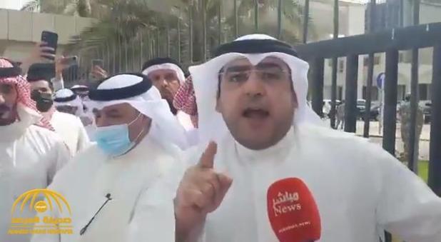 """شاهد .. نائب كويتي منفعل : """"بوابة المجلس أكثر شرعية من قاعة عبدالله السالم والمواجهة ستكون داخل القاعة"""""""