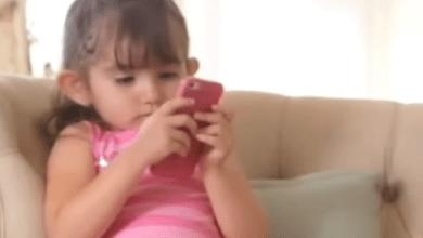"Photo of ""تتلف"" أدمغة الأطفال … الساعات الطويلة أمام الشاشات الإلكترونية"