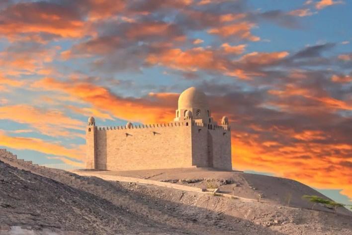 ضريح اغاخان قبر الأمير العاشق: قصة حب تروى بالورود الحمراء - الرحالة
