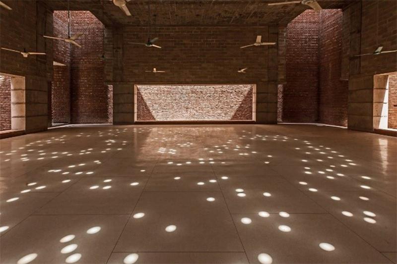 الضوء والظل في تصميم مسجد بيت الرؤوف من تصميم مارينا تبسم