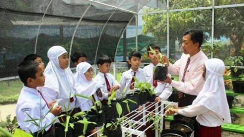 Satu dari kegiatan pembelajaran SD Unggulan Al-Ya lu, Kota Malang, dengan metode pembelajaran Contextual Teaching and Learning (CTL) di sekolah.