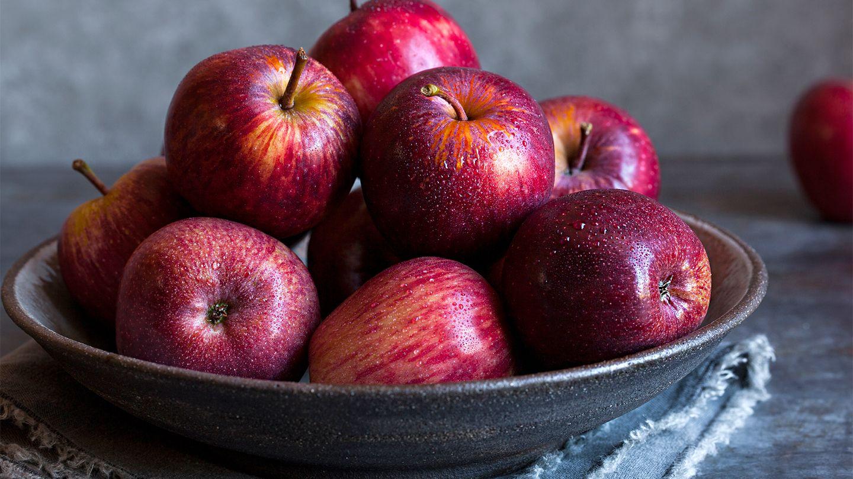 فوائد التفاح الاحمر   10 فوائد للتفاح.. ولماذا يجب أكل التفاح بقشره   العيادة