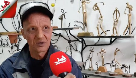 سمير.. حداد من أزمور يبدع في تحويل متلاشيات المعادن إلى مجسمات فنية