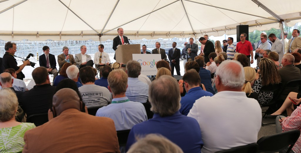 Alabama Gov. Robert Bentley speaks to a large crowd at an announcement that Google plans to build a $600 million data center in Alabama. (Governor's Office, Jamie Martin)
