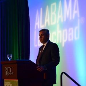 Alabama Power CEO Mark Crosswhite introduces Gov. Robert Bentley. (Michael Tomberlin/Alabama NewsCenter)