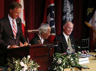Tennessee Gov. Bill Haslam jokes with Alabama Gov. Robert Bentley.