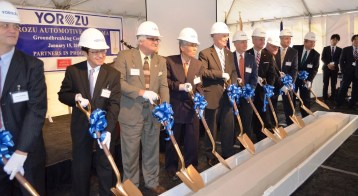 Officials participate in a groundbreaking ceremony for Yorozu. (Michael Tomberlin/Alabama NewsCenter)