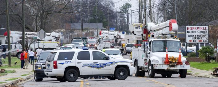 Police assist while storm crews work to restore outages following storms in a Birmingham neighborhood. (Winter Byrd/Alabama NewsCenter)