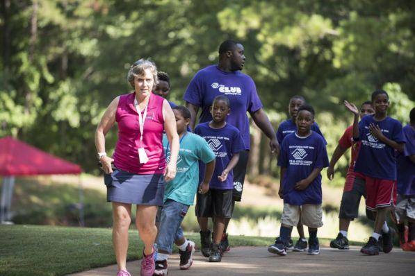 Students arrive at the Barbasol Junior Clinic. (Christopher Jones/Alabama NewsCenter)