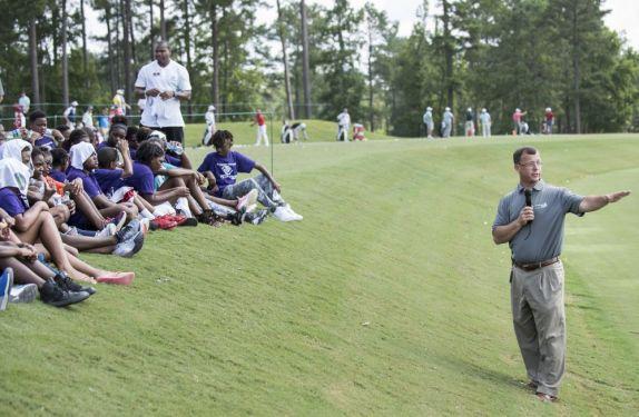 Alabama Power's Mike Jordan addresses students at the clinic's outdoor classroom. (Christopher Jones/Alabama NewsCenter)