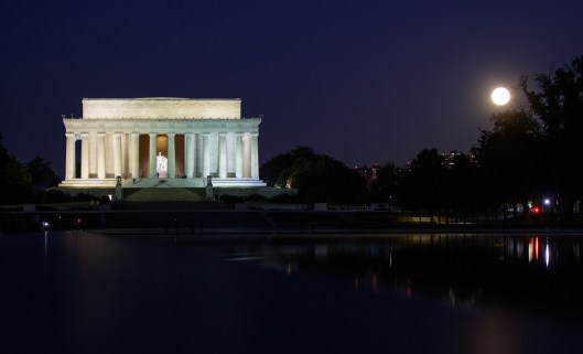 The moon, or supermoon, is seen as it sets by the Lincoln Memorial in Washington, D.C. (Joel Kowsky/NASA)