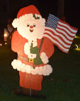 Santa pays tribute to 9/11. (Donna Cope / Alabama NewsCenter)