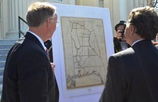 Gov. Robert Bentley and Sen. Arthur Orr admire a historical map of Alabama. (Michael Tomberlin/Alabama NewsCenter)