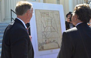 Gov. Robert Bentley and Sen. Arthur Orr admire a historical map of Alabama. (Michael Tomberlin/Alabama NewsCenter)