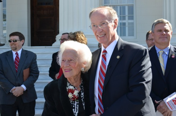 Gov. Robert Bentley with a member of the state committee that planned Alabama's 150th birthday celebration 50 years ago. (Michael Tomberlin/Alabama NewsCenter)