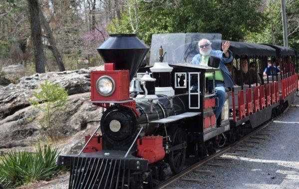 Kids love the train, driven by Gadsden retirees. (Alabama NewsCenter)