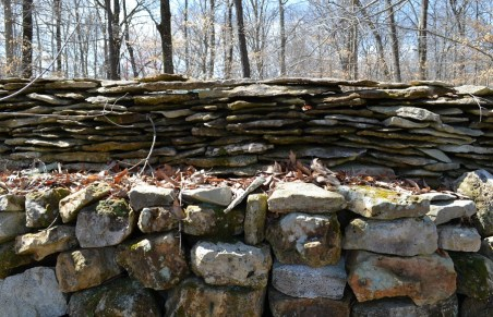 The wall contains 8.5 million pounds of rock. (Anne Kristoff / Alabama NewsCenter)