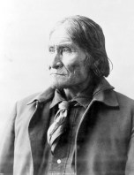 Geronimo (Guiyatle), c. 1898. (Photograph by Frank A. Rinehart, Library of Congress Prints and Photographs Division)