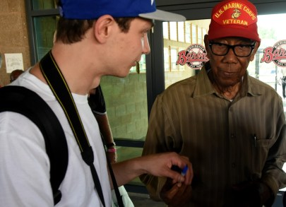 Cam Perron talks with a former player at this week's Negro League reunion. (Solomon Crenshaw Jr./Alabama NewsCenter)