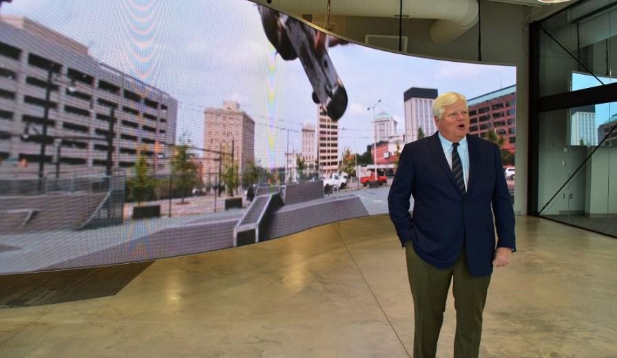 EDPA CEO Steve Spencer unveils the new EDPA headquarters. (Michael Tomberlin / Alabama NewsCenter)