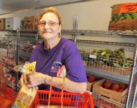Carbon Hill resident Maribeth Pearson came to see what the Corner Market is all about. (Donna Cope/Alabama NewsCenter)