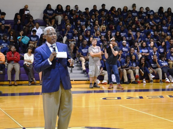 Birmingham Mayor William Bell talks to students at Parker High School. (Michael Tomberlin / Alabama NewsCenter)