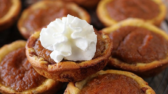 Recipe: Cinnamon roll pumpkin pie bites